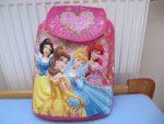Lehký batoh s princeznami